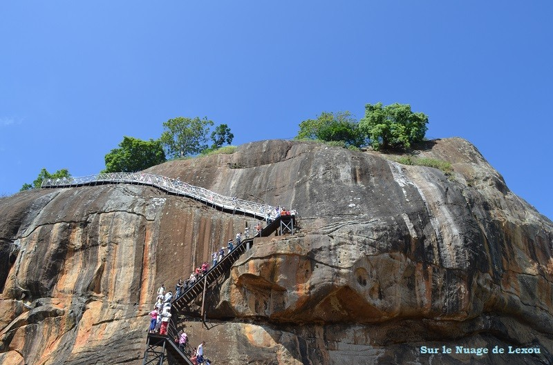 Escaliers Sigiriya rocher du lion