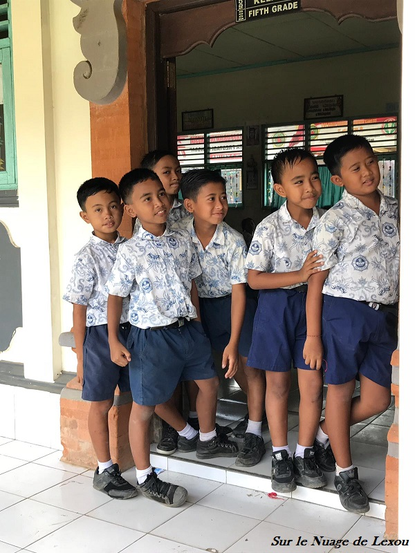 ECOLIERS BALI