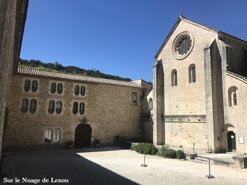 abbaye-de-senanque-vaucluse-gorde