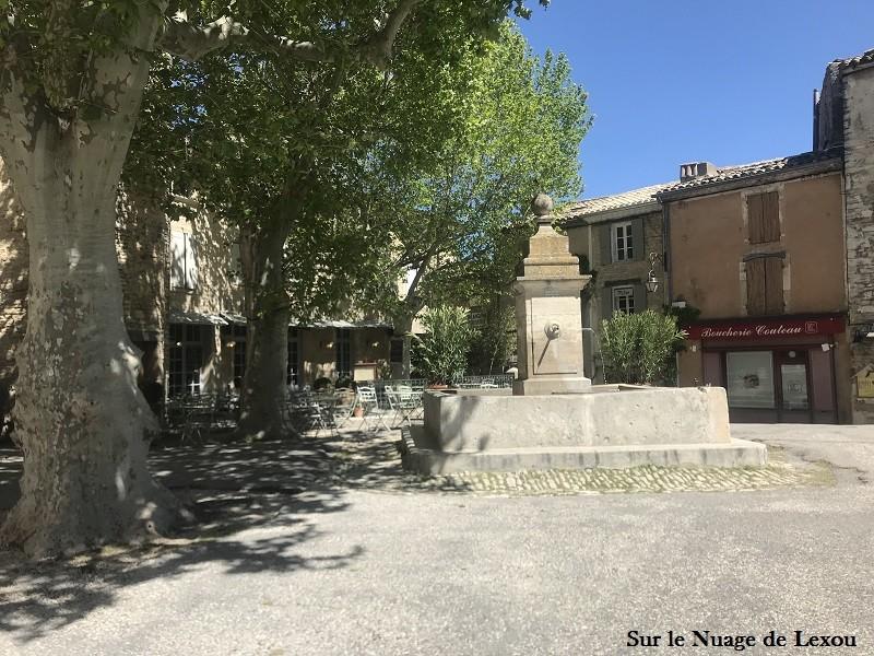 place-fontaine-gordes